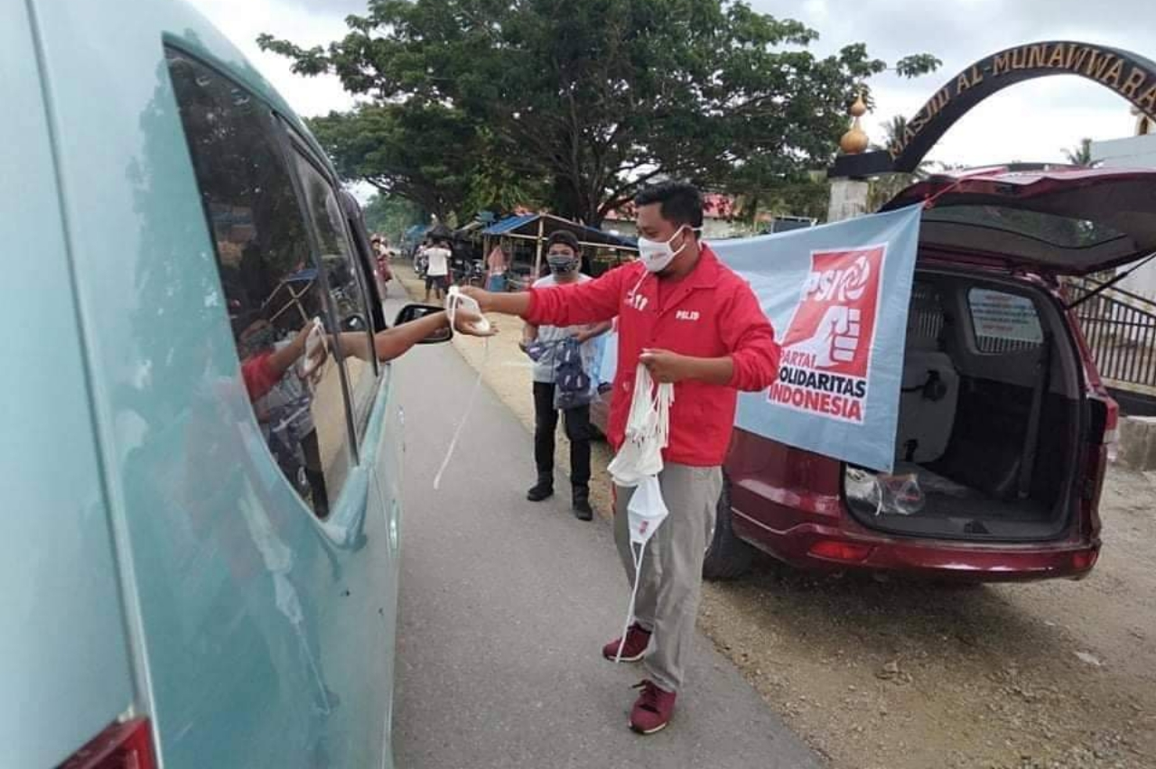 Pasangkayu Aksi Solidaritas Lawan Corona PSI Sulbar Berbagi Masker Gratis