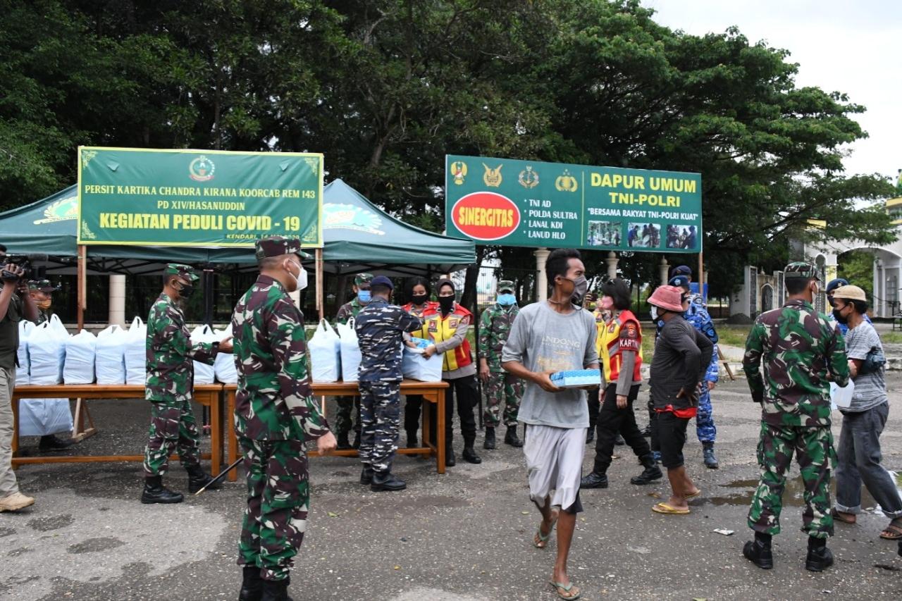 Kendari TNI Polri Bersinergi Dalam Mengatasi Kesulitan Rakyat ditengah wabah Virus Corona