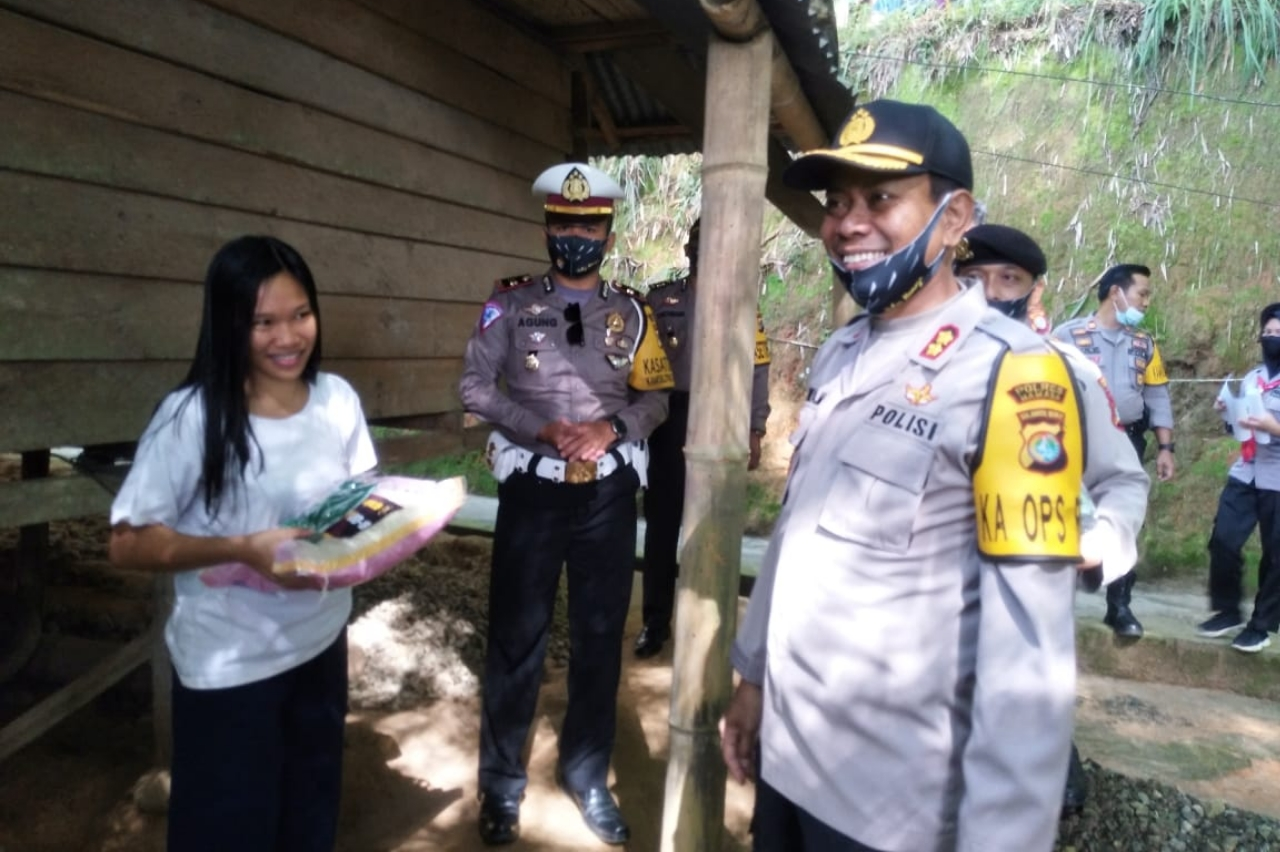 Kapolres mamasa sasar rumah warga Desa Buntubuda