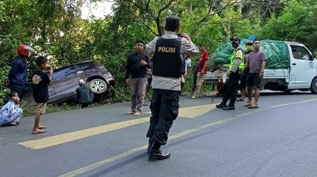 Suzuki Ertiga Arah Dari Bombana Nyaris Masuk Jurang di Letter S Kolut