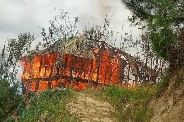 Rumah Milik Warga di Mamasa Ludes Dilalap Sijago Merah