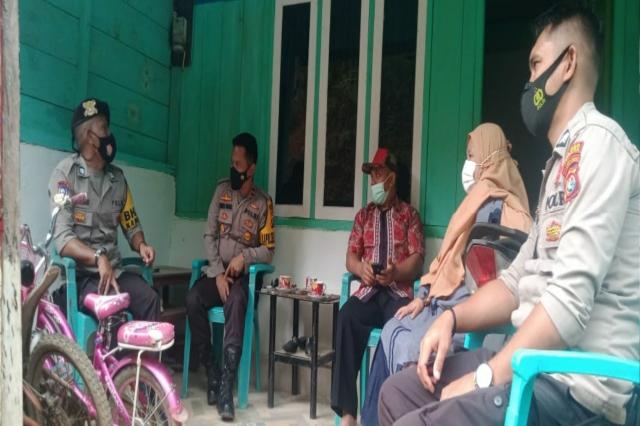 Koordinasi Kapolsek Mambi di Kecamatan Mehalaan Terkait Dua Warga Yang Baru Tiba