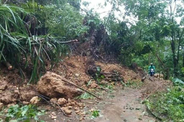 Akses Jalan Menghubungkan Dua Kecamatan di Butur Tertutup Tanah Longsor